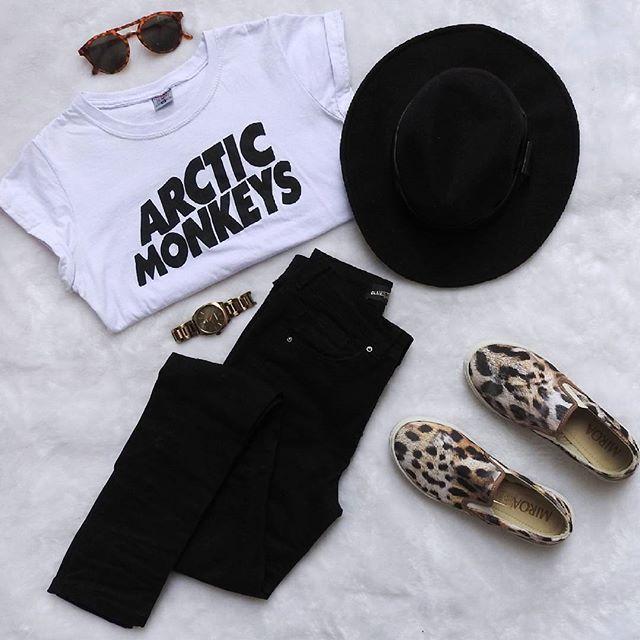 O que dizer dessa blusa, já considero pakas kkk  #arcticmonkeys #outfit #look…