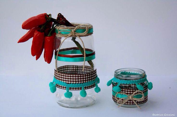 Barattoli riciclati decorati con nastri e iuta