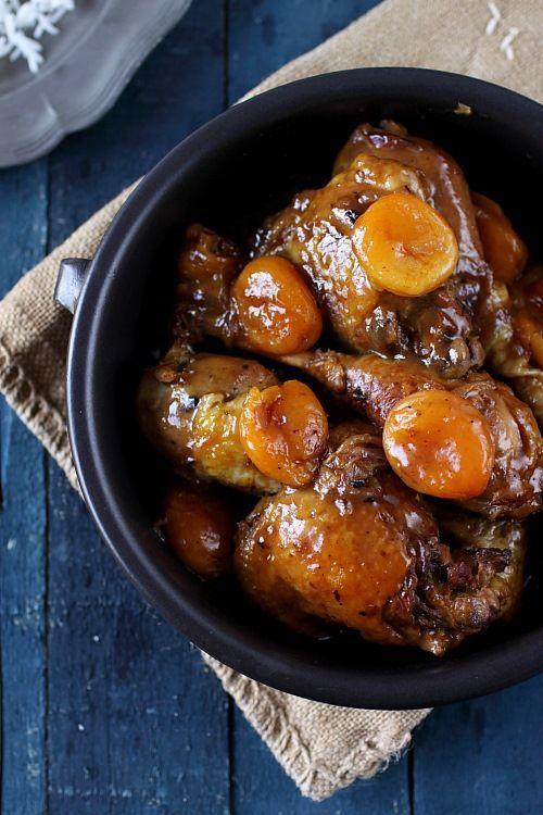 Poulet mijoté au miel, pain dépices et abricots secs