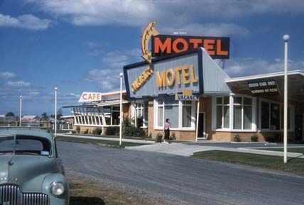 Motel at Oakleigh on the Princes Highway, Victoria (1959)