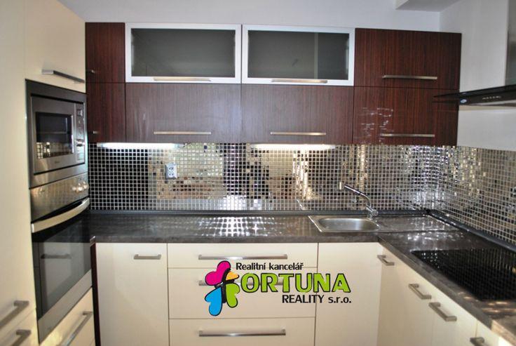 Kuchyňský kout v moderním bytě v Praze 6 - Suchdole