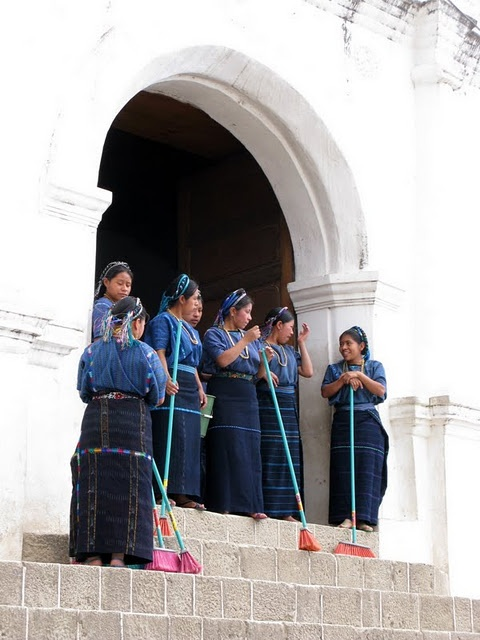 традиционный костюм Сан Педро Ла Лагуна, озеро Атитлан, Гватемала
