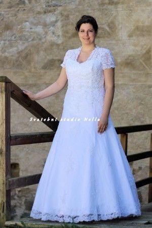 Krajkové svatební šaty s rukávem pro plnoštíhlé - velikost 46 XL . Ceny na www.svatebninella.cz   #svatebníšaty, #bíléšaty, #svatební #šaty, #půjčovnašatů, Svatební studio Nella, Česká Lípa