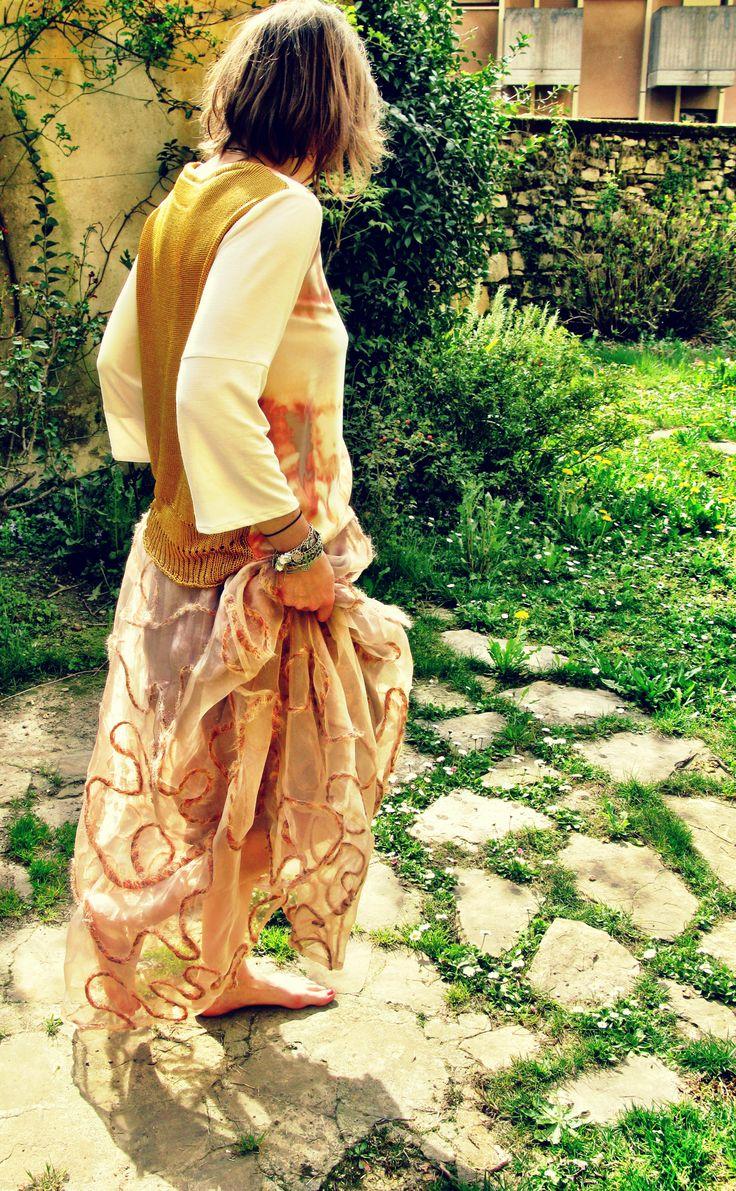 Maglia anna, realizzata patchwork con maglia di seta, jersey di seta e raso euro 95,00  Gonna lulu realizzata in chiffon di seta ricamato euro 150,00