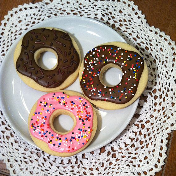 Adorable doughnut sugar cookies.