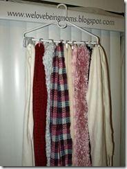 Hanger met douchegordijn-ringen.  Handig voor hempjes, sjaals etc.