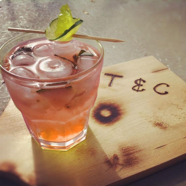 Le Sister Bangerang: Gewurztraminer, gin, sirop à la menthe et à la rose, jus de pamplemousse rose, jus d'aloès
