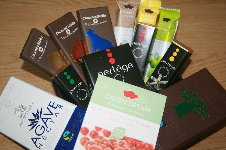 Türkiye'de bulması zor olan organik çikolatalar burada   Organik Çikolata Paketi Maxi  * 3 farklı markanın 13 çeşit doğal ve şekersiz (diyabetik) içerikli çikolataları kargo dahil sadece 97 TL  * Organik Çikolata Paketi dünyaca ünlü ve organik sertifikalı çikolata markalarının ürünlerinden oluşturulmuştur  Online satış: http://www.cikolatalimani.com/Organik-Cikolata-Paketi-Maxi,PR-178.html