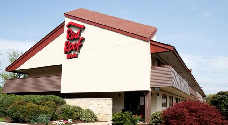 Red Roof Inn Utica Utica Located off Interstate 90, this hotel is just 1 mile from Adirondack Scenic Railroad and downtown Utica. It features freshly brewed coffee and tea in the lobby and Wi-Fi in every room.  Red Roof Inn Utica offers guests free parking.