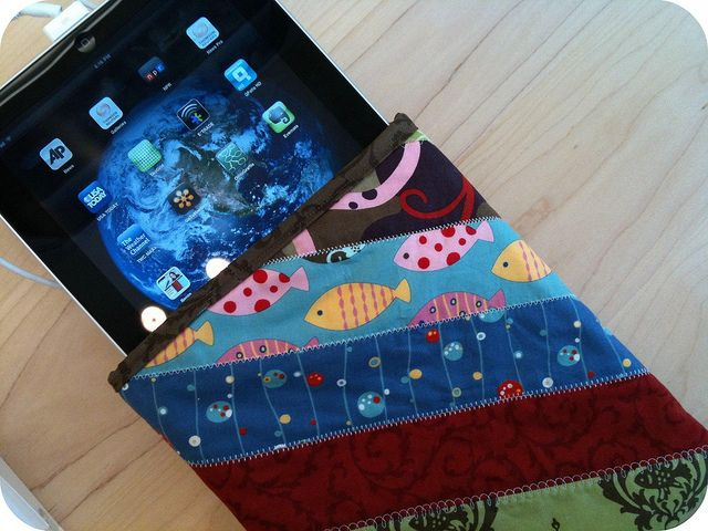 @Morgan Hoffman - THIS IS THE ONE!!!!  This is what I made!!  iPad Sleeve by j_q_adams, via Flickr