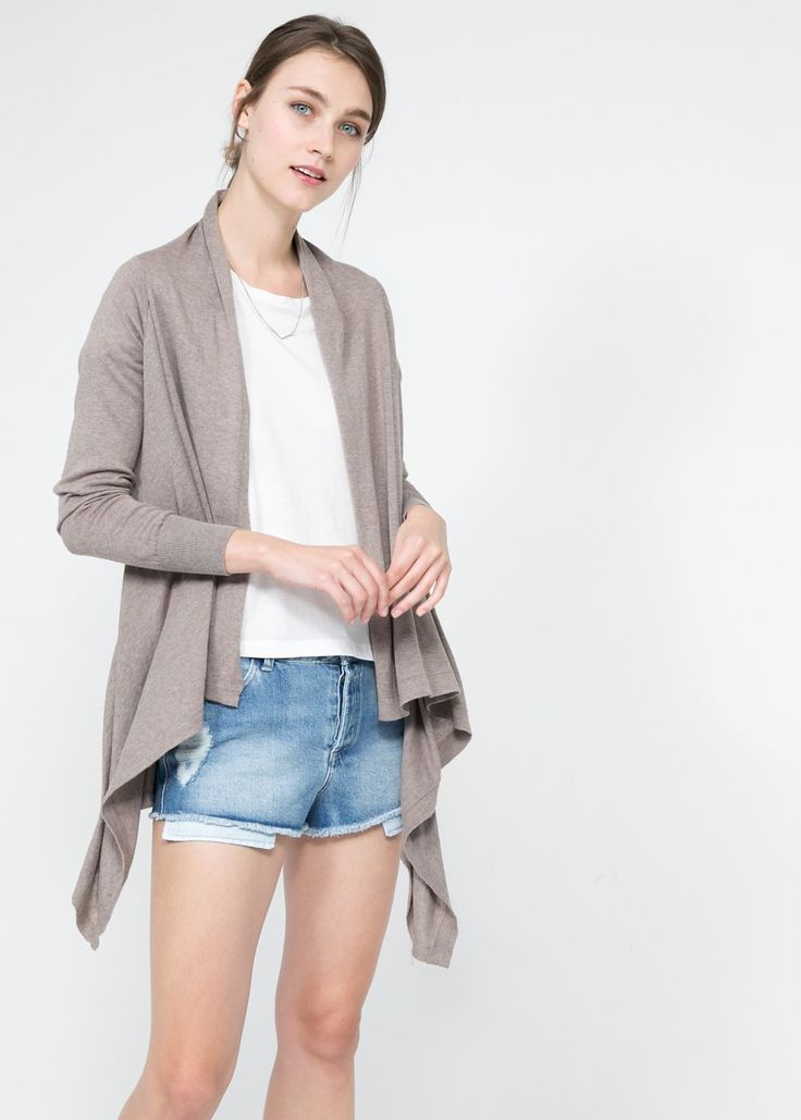Cardigan cotone pass-par-tout da tenere rigorosamente aperto con maglietta colore a contrasto.  Every day cardigan to be kept open on the bust matched with a bright color t-shirt