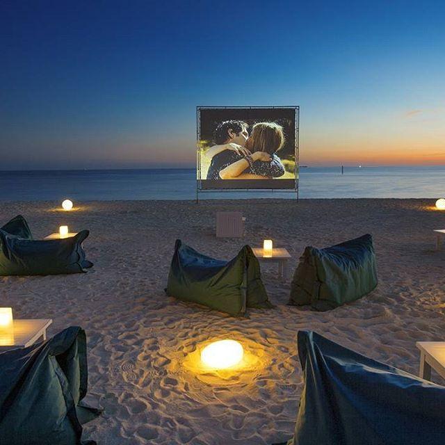 Maldivler'e Gitmek İçin Aslında Çok Sebebiniz Var! 💙💙💙  Soneva Fushi Resort bünyesindeki Cinema Paradiso ile kumlu sahilde, şezlonglara uzanıp, yıldızların altında açık hava film deneyimi yaşamak nasıl olurdu ? 💙💙💙  Yıldızların harika görüntüsünden gözünüzü alıp filme odaklanmak zor olabilir 💙  Hayalini kurduğunuz seyahatler için bizi arayabilirsiniz 💙  Travel@julesverne.com.tr  0212 266 6363  #julesvernetravel #maldivler #maldives #sovena #sovenafushi #cinemaparadiso #travel…