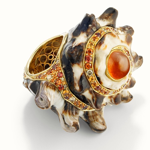 Next >Orange spessartite and cognac diamonds serve to accentuate this marvellous king conch shell - perfect adornment for the ring finger!