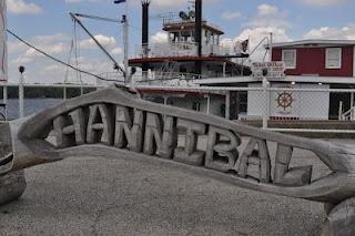 Hannibal, MO: Mark Twain Museum & Riverboat Cruise