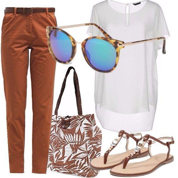 Outfit molto comodo per una passeggiata estiva in città, stile casual chic adatto a tutte le età ed a tutte le taglie grazie alla t-shirt di media larghezza.