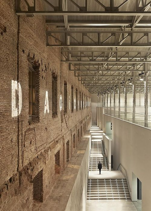 Old building - new design. Daoiz y Velarde Cultural Centre, Madrid. Rafael de La-Hoz, architect.