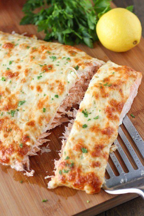 Лосось, запеченный с сыром.    Ингредиенты:    филе лосося - 1 кг;  репчатый лук - 1 шт.;  соль, перец - по вкусу;  майонез - 1/3 ст.;  лимонный сок - 2 ст. ложки;  дижонская горчица - 1 ст. ложка;  чеснок - 2 зубчика;  тертый твердый сыр - 1/4 ст.;  тертая моцарелла - 1/2 ст.    Приготовление    Рыбное филе проверяем на наличие костей и при необходимости извлекаем их. Старайтесь использовать для этого рецепта цельный кусок лосося.    Выкладываем рыбу на застеленный фольгой противень и…