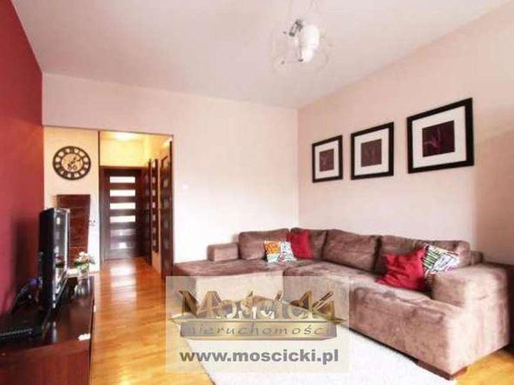 Od 1 lipca oferujemy Państwu do wynajęcia bardzo ładne, przestronne, widne i dwustronne mieszkanie. W pełni wyposażone i odmalowane (budynek z roku 2008 z ochroną). Mieszkanie składa się z:- salon 18 m2: kanapa narożna, szafka RTV, regał z ...