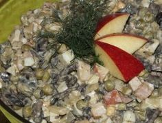 Świąteczna sałatka z pieczarek i szynki