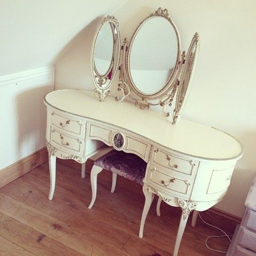 Need this vanity in my life