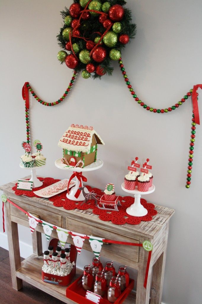 HAPPY CHRISTMAS PARTY- Simple & sweet Treats table