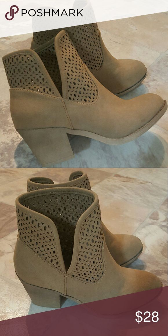Rocket Dog tan booties Brand new cute tan booties. Too small for my size! Rocket Dog Shoes Ankle Boots & Booties