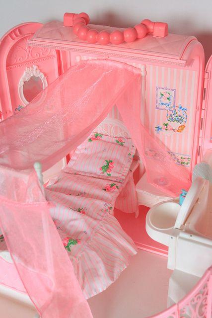 i had this bedroom barbie set.