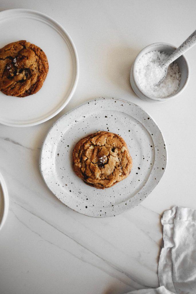 Vegan Chocolate Chip Walnut Cookies – butter and brioche - http://www.butterandbrioche.com/vegan-chocolate-chip-walnut-cookies/?utm_campaign=coschedule&utm_source=pinterest&utm_medium=Marie%20Asselin