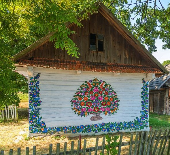 Zalipie in Poland: welcome to the village adorned with intricate floral patterns - 4