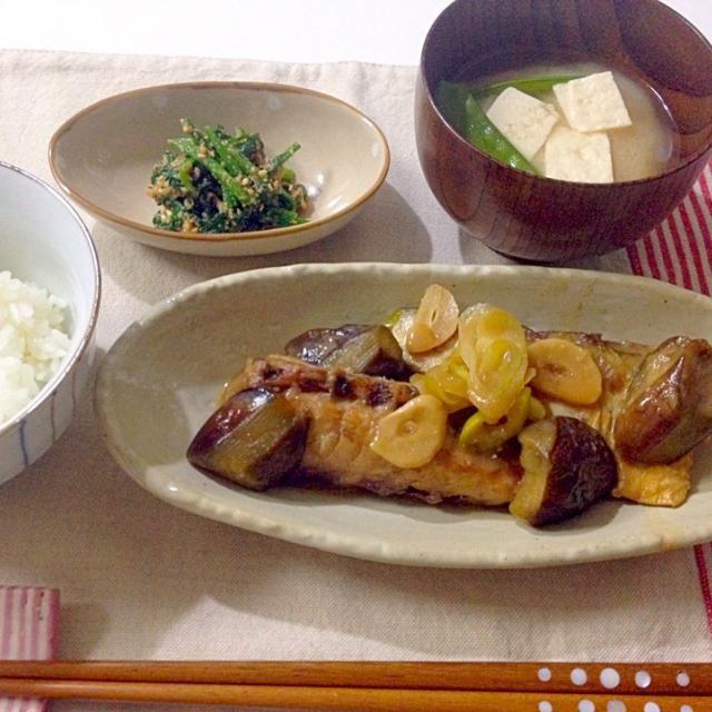 鯖の味噌煮の生姜をにんにくに変えた感じです - 13件のもぐもぐ - さばと茄子のにんにく味噌煮・ほうれん草のおひたし・お味噌汁 by Akane♡