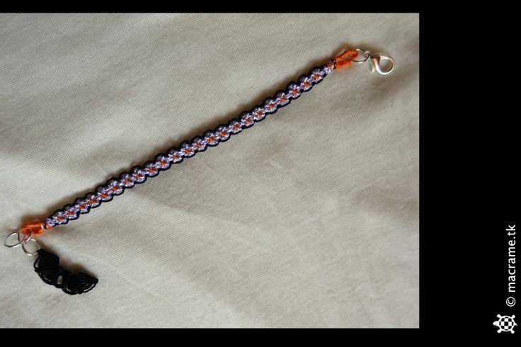 Macrame Halloween bracelet with bat  Braccialetto di Halloween in macrame con pipistrello