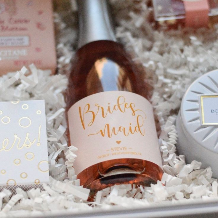 Every bridesmaid box should include a chic, personalized mini champagne label, don't you think!? 🍾👯💕  Photo and article by fashion blogger Kelsey from theblondedetails.com/askingyourbrodesmaids
