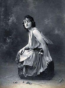 Helen Lyndon Goff dit Pamela Lyndon Travers, écrivaine ( Mary Poppins), actrice, journaliste