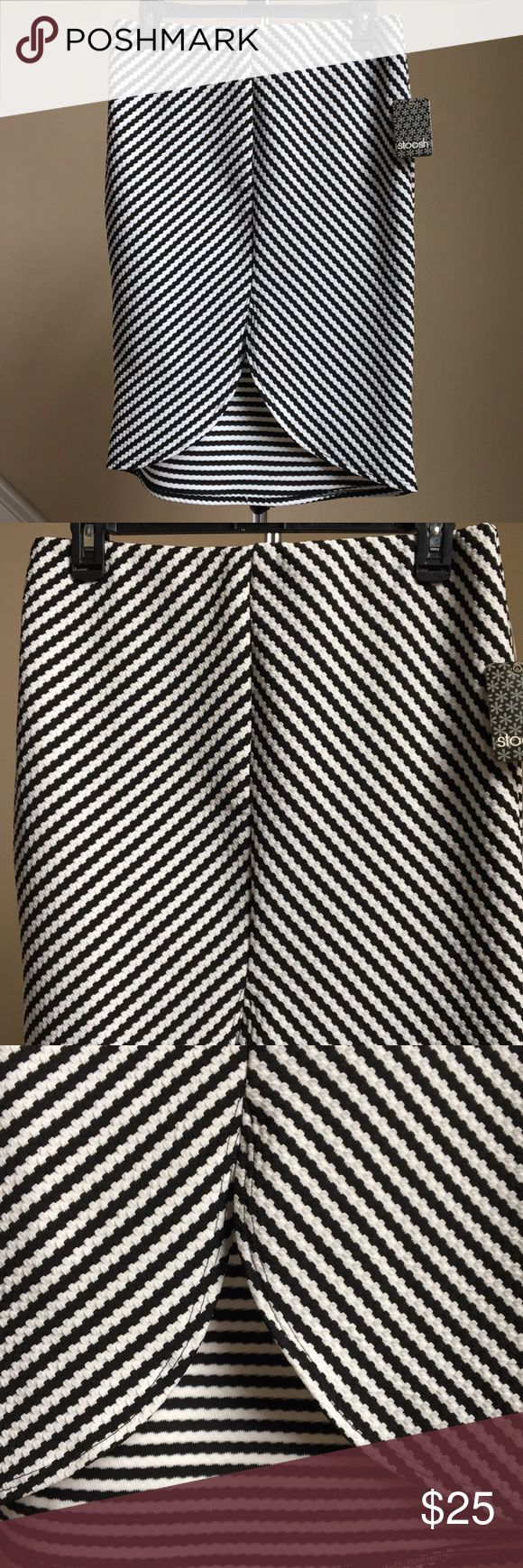 🎀 Beautiful Stoosh Skirt Beautiful tulip front black and ivory skirt by Stoosh. 94% Polyester, 6% Soandex. Made in USA. Machine wash cold. 🚨Bundle and get 15% off! 🚨 Stoosh Skirts
