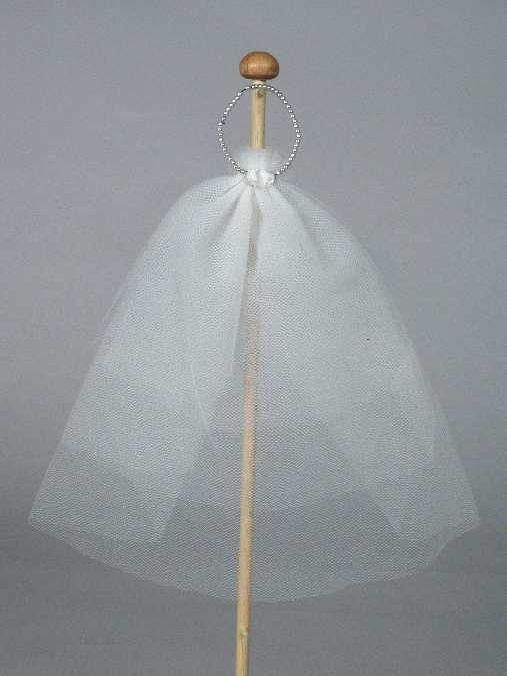 """Poppenkleding, parelhoofdband met sluier van tule, """"Barbie / Mattel"""" - Museum Rotterdam"""