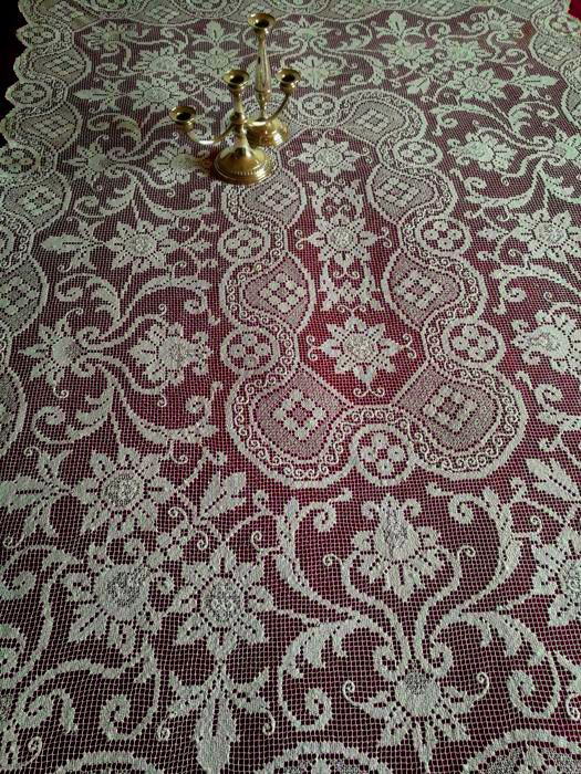 Online veilinghuis Catawiki: Large vintage decor cloth, can be used as a bedspread, sofa cover, curtain, and tablecloth Handmade - Sicily - early 1900s