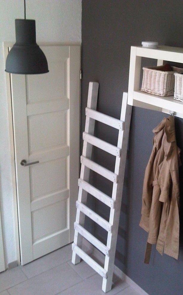 DIY Ladder, erg leuk voor bijv. in de hal.   leeffstijl.blogspot. nl