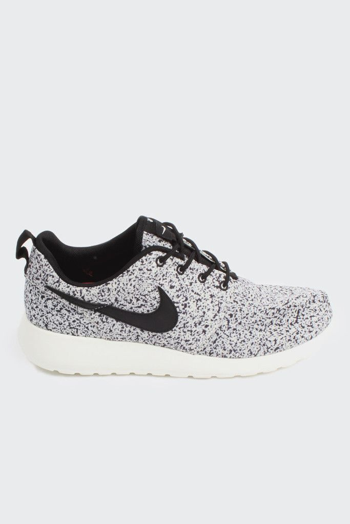GOOD AS GOLD \\u2014 NIKE roshe run womens (511882-003), black/black