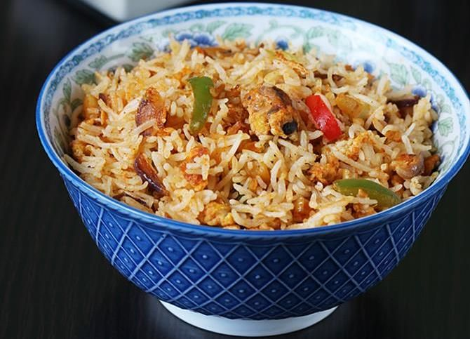 Egg rice recipe - Spicy schezwan egg fried rice recipe made in restaurant style, simply delicious & hot. Learn to make with step by step photos