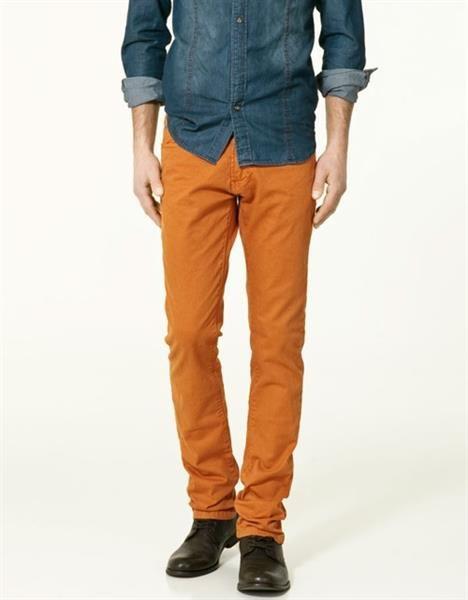 Оранжевые мужские джинсы