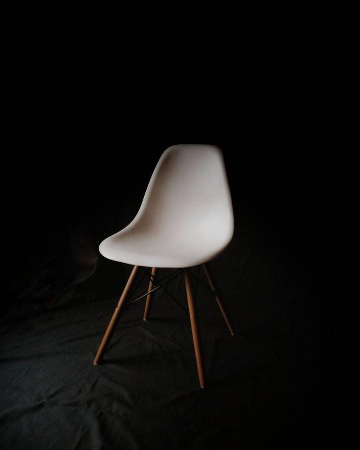 Déjame fotografiarte con esta luz. Let me photograph you with this light.  #ig_myshot #agameoftones #visualoflife #design #diseño #chair #silla #minimalism #minimal #instavsco #snapseed