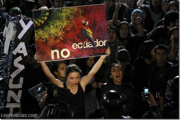 La petrolera Chevron denuncia que el presidente Rafael Correa contrató a una agencia de casting para una marcha en su contra - http://www.leanoticias.com/2014/06/20/la-petrolera-chevron-denuncia-que-el-presidente-rafael-correa-contrato-a-una-agencia-de-casting-para-una-marcha-en-su-contra/