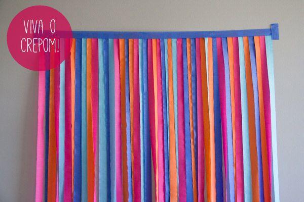 Como fazer um painel de tiras de crepom para decorar e usar como photoboot