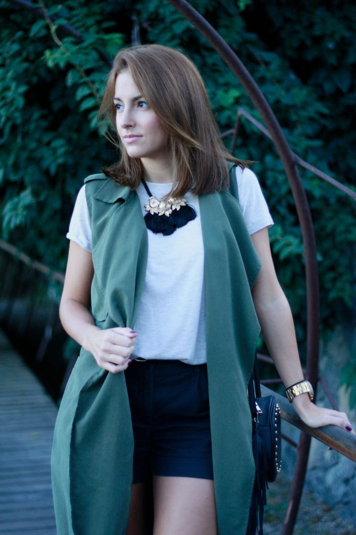 carolina toledo, hair, hair style, long bob, look, chaleco, vest, verde, green, shorts,