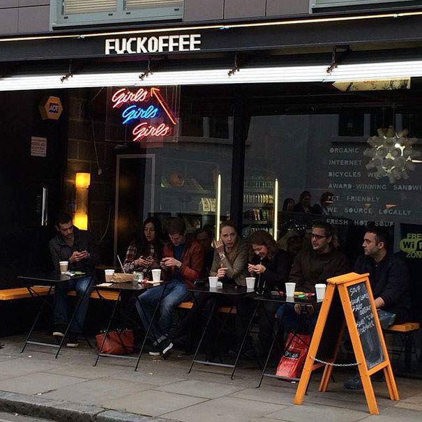 Eu sei que algumas pessoas ficam nervosas quando não tomam café, mas isso aqui já é demais. | 27 lojas que têm nomes inacreditáveis