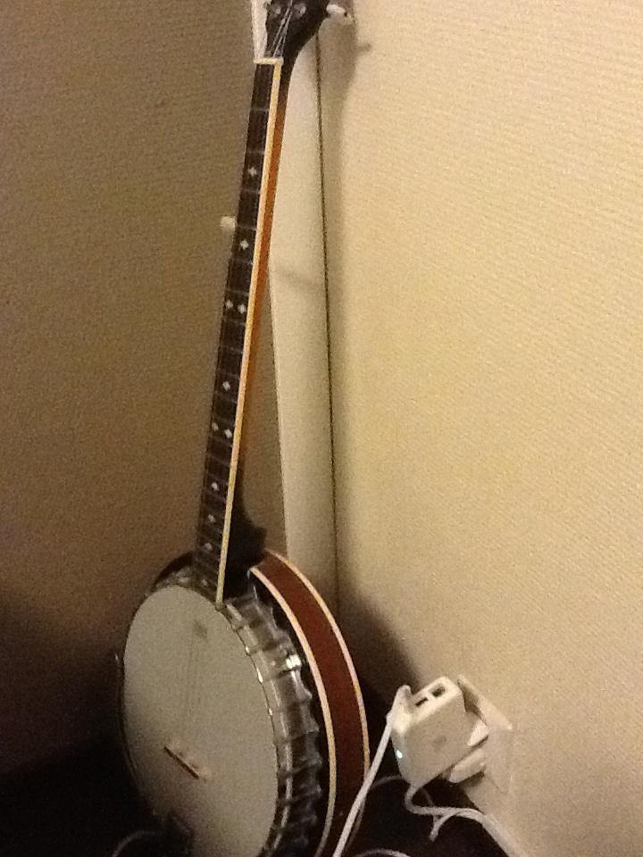 Banjo1 musahuoneen seinälle