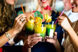 If you and your girls plan a special night out or it's the night before the Big Day for one of you: we have an idea! Book one of our cocktail classes and we come to you and bring all the fun!