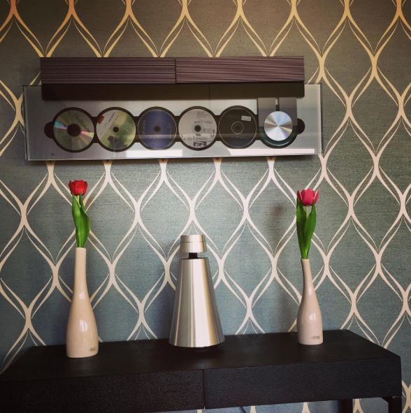 Bang & Olufsen never leaves anyone behind! Combine the new BeoSound 1 with a BeoSound 9000 and experience beautiful sound! Thank you Carsten / @wohnart_dus.de for sharing!