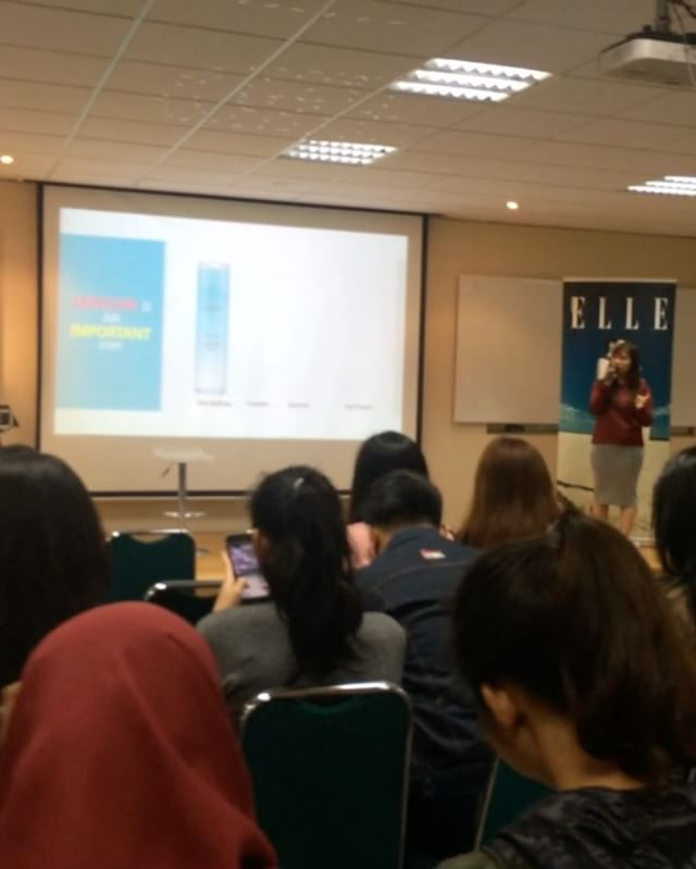 Live right now! Beauty Workshop dari @laneigeid di Universitas Atmajaya aula BKS. Lot's of K-Beauty enthusiasts! (Sr. Beauty & Health Writer @glamorockgal ) #ellevloggersearch #vloggersearch2017 #laneige #beautyworkshop #ellexlaneige #elleupdates  via ELLE INDONESIA MAGAZINE OFFICIAL INSTAGRAM - Fashion Campaigns  Haute Couture  Advertising  Editorial Photography  Magazine Cover Designs  Supermodels  Runway Models