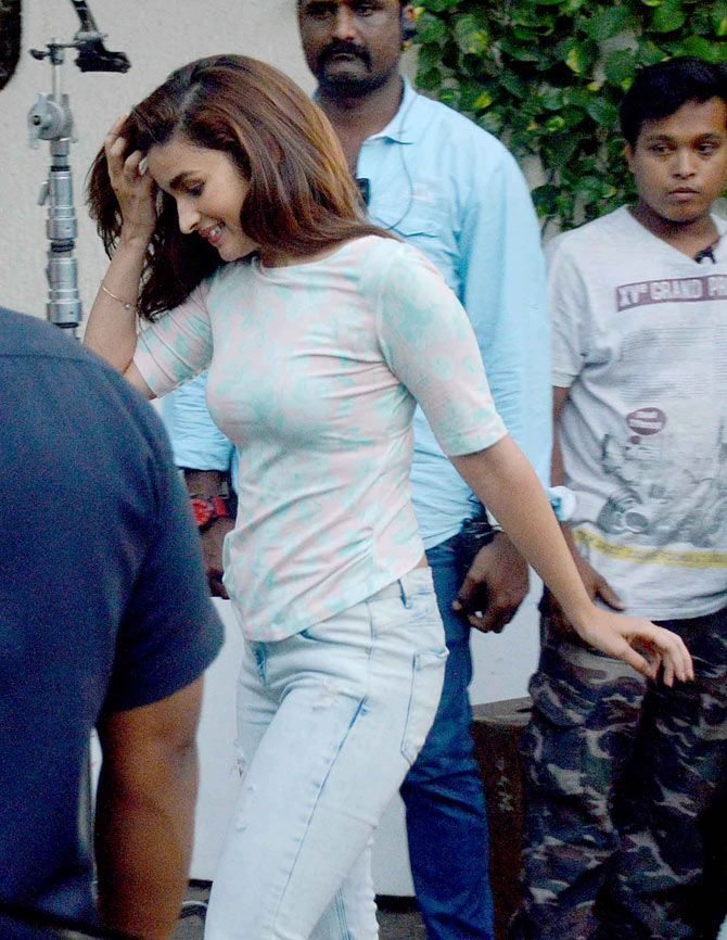 Alia Bhatt shoot at 7 Bungalows. #Bollywood #Fashion #Style #Beauty